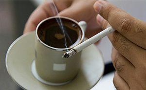Morgenrøyk med kaffe
